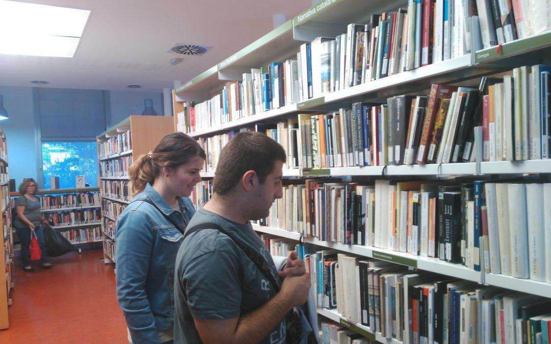 Sortida dels alumnes d'Iniciació al Treball a la biblioteca de Can Fabra