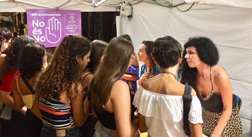 Més de 500 persones fan consultes i s'assessoren sobre agressions sexistes durant les festes de Poblenou