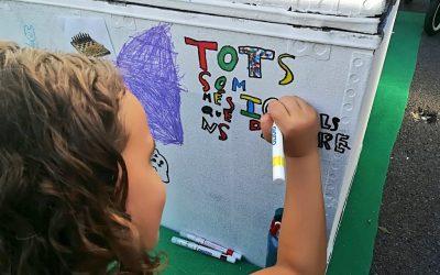 Unas 300 personas se acercan al taller de juguetes sin género de la Mercè