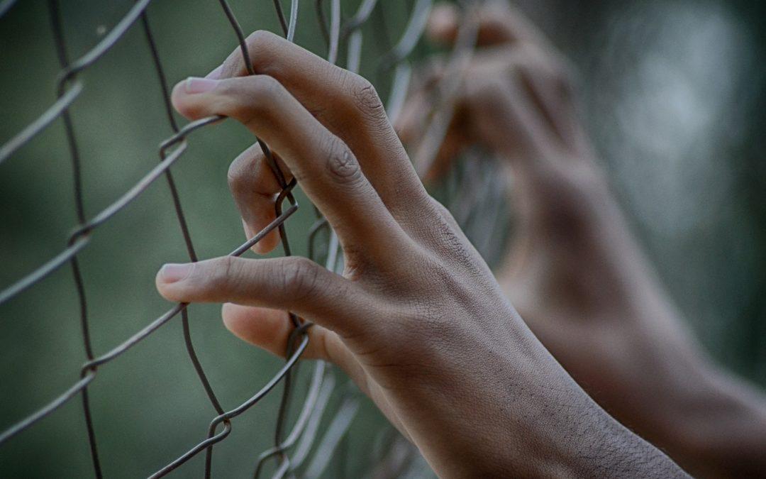 Tots i totes som migrants: reflexió sobre el nostre compromís amb el dret a migrar