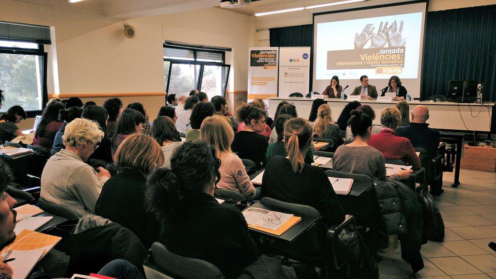 """La jornada """"Violències"""" visibilitza la violència contra les dones i posa en comú mètodes per erradicar-la"""